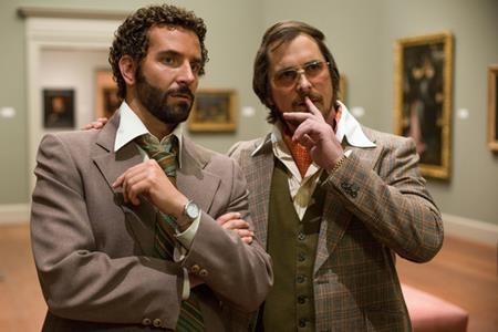 """Trong tác phẩm nổi tiếng """"American hustle"""" (2013), """"Rocket Raccoon"""" Bradley Cooper đã từng phải đối đầu căng thẳng với """"Người Dơi"""" Christian Bale"""
