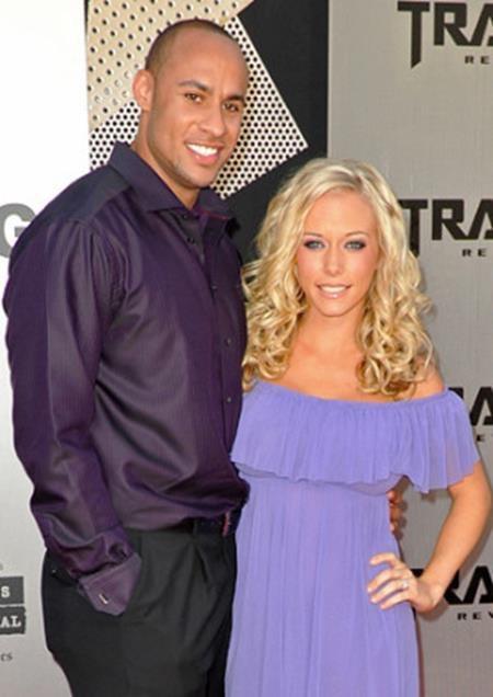 Chỉ vài tháng sau khi làm đám cưới với ngôi sao bóng bầu dục Hank Baskett, người đẹp Kendra Wilkinson cũng đã sinh hạ cậu con trai đầu lòng cho ông xã. Sau đó, Kendra Wilkinson tiếp tục mang bầu thêm một bé gái và giúp cho mái ấm của mình với Hank Baskett càng thêm hạnh phúc, tròn trịa hơn.