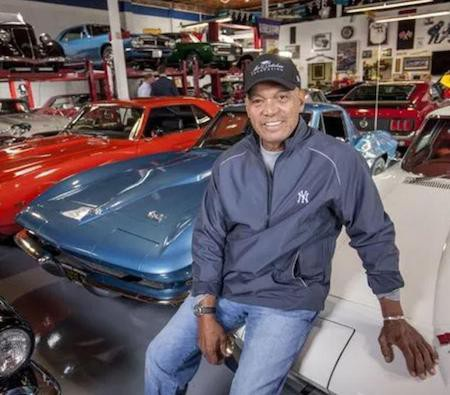 """Huyền thoại bóng rổ Reggie Jackson sở hữu hơn 100 chiếc siêu xe nhưng vụ cháy lớn năm 2013 đã làm Reggie Jackson bị thiệt hại 35 chiếc, trị giá khoảng 2 triệu bảng Anh. Sau đó, ngôi sao 71 tuổi vẫn """"cần mẫn"""" sưu tầm xe và riêng chiếc Ferrari 275 GTB/4 của Jackson cũng đã có giá lên đến 20 triệu bảng Anh. Huyền thoại bóng rổ này cất giữ 25 siêu xe ở nhà tại Seaside, California, 6 chiếc ở Carmel và 25 chiếc nữa ở sân bay Monterey. Ước tính, loạt siêu xe của Reggie Jackson trị giá khoảng 50 triệu bảng Anh và đây chính là bộ sưu tập xe hơi đắt giá nhất hành tinh."""