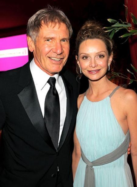 Khoảng cách 22 tuổi chưa bao giờ là một vấn đề cản trở tình cảm giữa Harrison Ford và Calista Flockhart, hồi năm 2010, cặp đôi lệch tuổi này đã làm đám cưới và được chính Thống đốc bang New Mexico, Bill Richardson làm chủ hôn