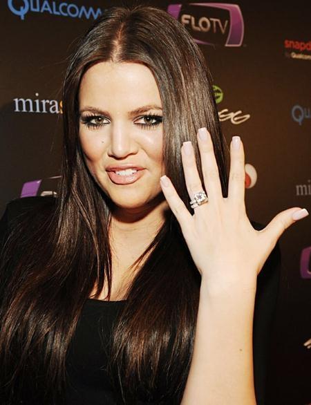 Hai tuần trước khi chính thức làm lễ cưới với Khloe Kardashian, cựu sao bóng rổ Lamar Odom đã dành tặng em gái cô Kim một chiếc nhẫn kim cương 12.5 carat có giá lên tới 850.000 đô la Mỹ
