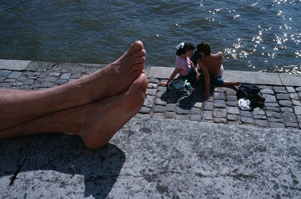 Lãng mạn những bức ảnh về nụ hôn dọc bờ sôngSeine - 11