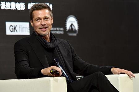 """Hồi năm 2014, bộ phim """"12 years a slave"""" do Brad Pitt sản xuất đã giành được tượng vàng Oscar danh giá cho Phim hay nhất, tuy nhiên, bản thân nam tài tử lại chưa từng một lần được nhận tượng vàng Oscar cho diễn xuất dù đã có tới 3 lần được đề cử với các bộ phim """"12 monkeys"""", """"The curious case of Benjamin Button"""" và """"Moneyball"""""""
