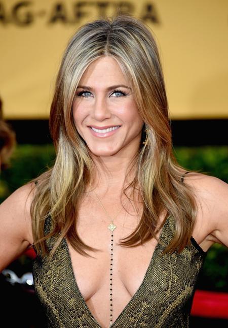 Luôn là một trong những ngôi sao có ngoại hình trẻ trung khó tin tại Hollywood, Jennifer Aniston năm nay thực ra đã 48 tuổi