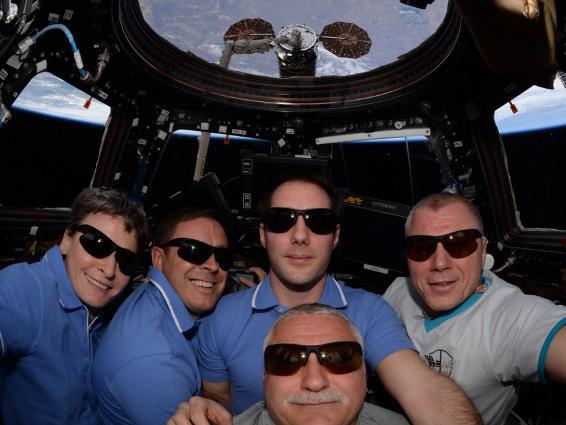 Những bức ảnh ngộ nghĩnh về cuộc sống của các phi hành gia trong không gian - 11