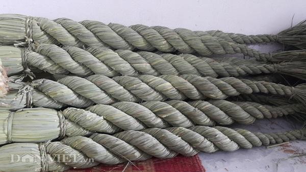 """Cận cảnh sản phẩm đuôi trâu do các """"nghệ nhân"""" nông dân ở huyện Kim Sơn làm ra để xuất khẩu sang Nhật Bản."""