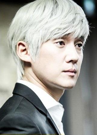 """Còn trên màn ảnh nhỏ Hàn Quốc, các khán giả cũng có có hội dõi theo tài phá án của """"Giáo sư Frost"""" Baek Nam Bong"""