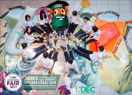 Siêu nhân INDEC cùng các bạn học sinh trường Phan Đình Phùng