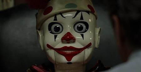 """Lại một lần nữa, búp bê chú hề trở thành nỗi ám ám người xem trong bộ phim kinh dị """"The game"""" (1997)."""