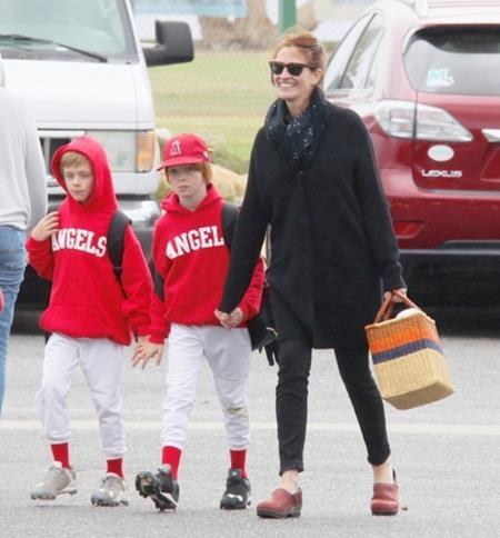"""""""Người đàn bà đẹp"""" Julia Roberts cũng đặt ra quy tắc khá khắt khe cho các con mình, đó là cấm đồ ăn vặt và đồ ăn có đường. Và chuyện ăn kem hay bánh quy quả thực là một đặc ân hiếm có."""