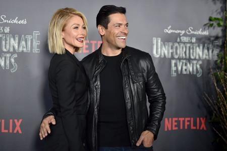 Sau 20 năm gắn bó, Kelly Ripa và Mark Consuelos vẫn mãi yêu thương gắn bó như phút ban đầu