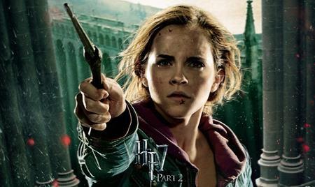 """""""Harry Potter và Bảo bối Tử thần - Phần 2"""" ra mắt vào năm 2011 là một lời tạm biệt đầy ý nghĩa mà Emma Watson dành tặng cho người hâm mộ loạt phim """"Harry Potter"""""""