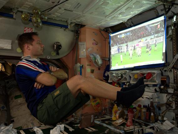 Những bức ảnh ngộ nghĩnh về cuộc sống của các phi hành gia trong không gian - 12