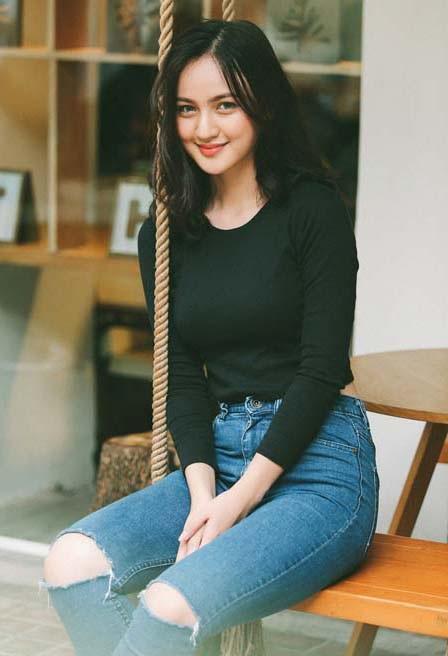 Mai Tây từng góp mặt trong MV của Cao Thái Sơn với vai trò diễn viên.