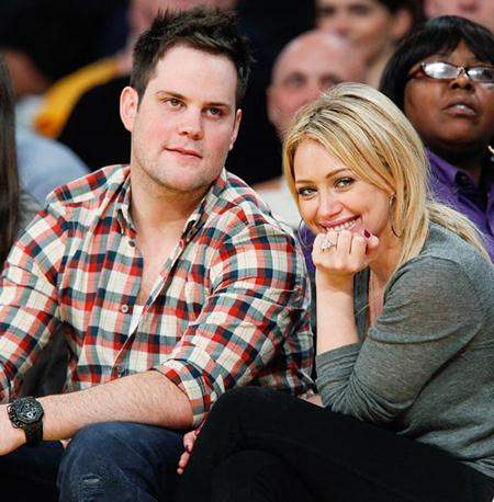 Hồi năm 2011, cựu công chúa nhà Disney Hilary Duff đã được chàng vận động viên Mike Comrie cầu hôn với một chiếc nhẫn kim cương 14 carat có giá trị lên tới 1 triệu đô la Mỹ, tuy vậy, đến đầu năm 2014, cặp đôi vẫn tuyên bố chia tay trong sự nuối tiếc của người hâm mộ