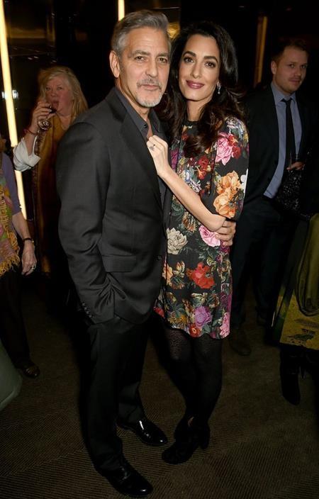 Vợ chồng George Clooney cũng vừa mới báo tin mừng cho các fan khi Amal Clooney mang bầu song thai