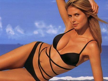 """Trong những năm 90 của thế kỉ trước, Heidi Klum đã làm nên lịch sử khi trở thành chân dài người Đức đầu tiên khoác lên đôi cánh thiên thần của Victoria's Secret và trước đó, siêu mẫu tóc vàng cũng đã """"phủ sóng"""" trên hàng loạt các trang tạp chí danh tiếng"""