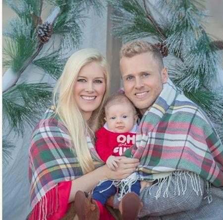 """Đây cũng là mùa Giáng sinh đầu tiên của bé Gunner, quý tử nhà Heidi - Spencer Pratt và bà mẹ Heidi đã không thể ngăn nổi niềm sung sướng khi giãi bày rằng: """"Suốt nhiều năm trời mẹ đã hằng mơ về ngày này. Cảm ơn Chúa vì đã đáp lại lời cầu nguyện của mẹ! Tất cả những gì mẹ muốn cho Giáng sinh chính là con!""""."""