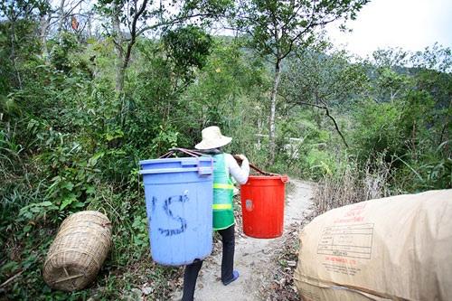 Nhọc nhằn nghề gánh rác nơi lưng chừng trời Yên Tử - 5