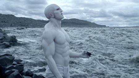 """Bộ phim """"Prometheus"""" (2012) đã tận dụng khá tốt yếu tố giật gân kinh dị để dẫn dắt người xem khám phá các bí ẩn liên quan tới người ngoài hành tinh"""