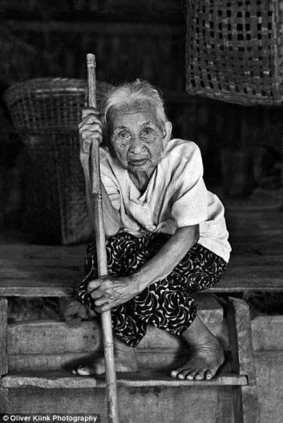 Những bức ảnh lịch sử về các truyền thống đang mất dần đi - 14