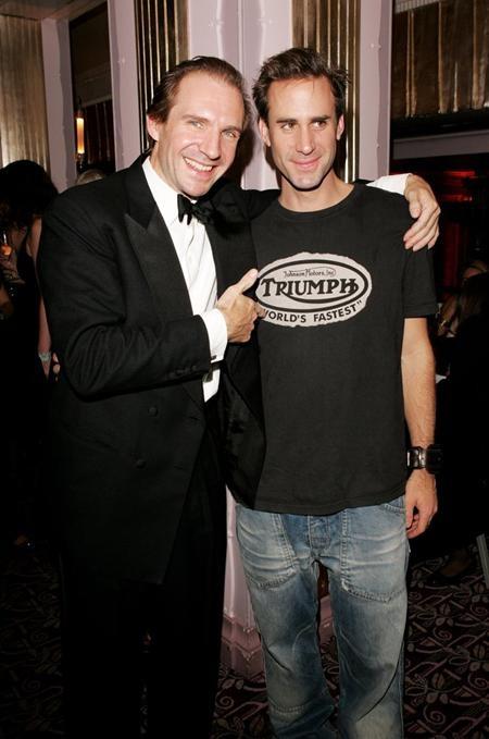 Ralph Fiennes là con cả trong gia đình có tới sáu người con và trong đó, cậu em trai Joseph của Ralph Fiennes cũng là một ngôi sao điện ảnh sáng giá