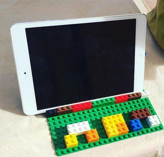 Bé tự chế bàn phím cho chiếc Ipad của mẹ