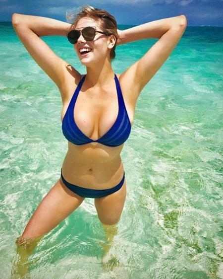 """Vốn nổi tiếng với vòng một căng đầy, Kate Upton đã tận dụng tối đa lợi thế này khi diện bikini hai mảnh """"bỏng mắt"""""""