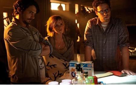 """Đến năm 2013, Emma Watson tiếp tục gây được ấn tượng khi tham gia tác phẩm điện ảnh hài """"This is the end"""" đóng cùng James Franco và Jonah Hill"""