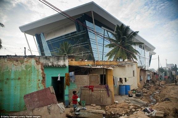 Việt Nam xuất hiện trong bộ ảnh về sự đối lập giàu - nghèo trên báo nước ngoài - 15