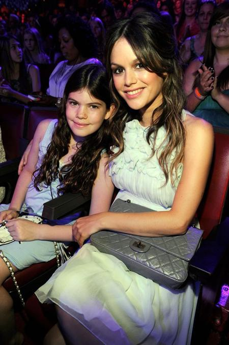 Cô em gái bé bỏng Hattie của Rachel Bilson có rất nhiều điểm trông giống với người chị gái xinh đẹp