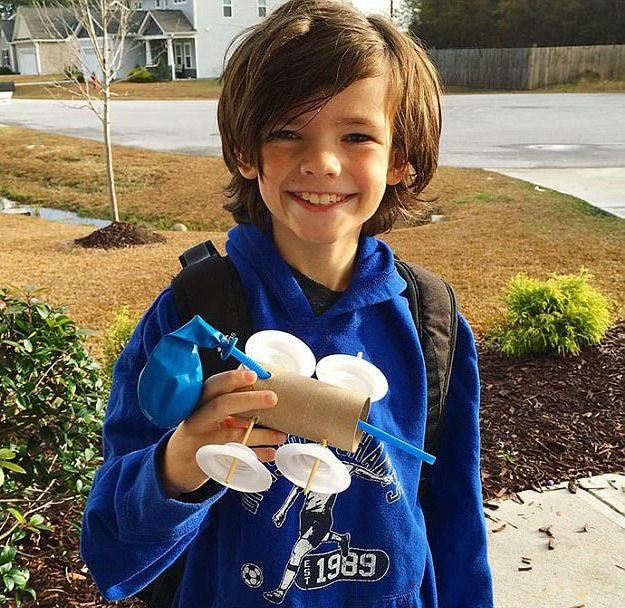 Cậu bé đã tạo ra mô hình ô tô chạy bằng khinh khí cầu