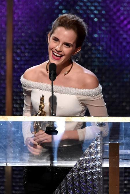 Năm 2013 cũng là một năm ghi dấu thành công của Emma Watson khi ngôi sao 9x được vinh danh tại lễ trao giải BAFTA Los Angeles Britannia Awards