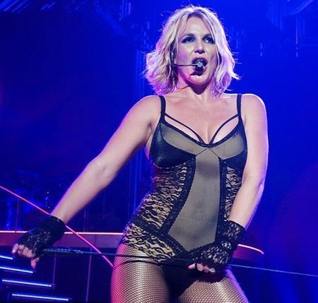 """Theo chân nhiều tên tuổi nổi tiếng như Cher hay Celine Dion, Britney Spears đã gia hạn hợp đồng biểu diễn với Planet Hollywood và """"đốt cháy"""" sân khấu tại Las Vegas với loạt show diễn """"Britney: Piece of me"""""""