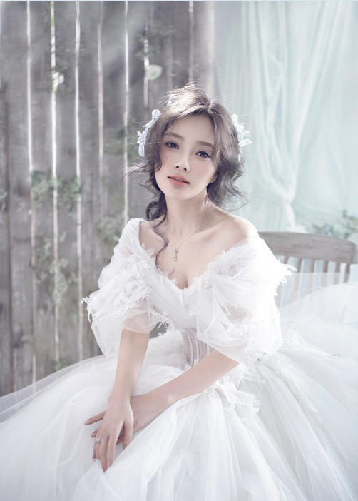 Lý Tiểu Lộ sống cuộc sống công chúa ngay từ khi lọt lòng