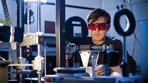Đại học Monash: đứng đầu Úc về đào tạo Cơ khí- Kỹ thuật và Máy tính - 2