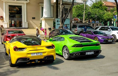 Trong năm 2016, giới nhà giàu Việt Nam đã chi ra hơn 15.000 tỷ đồng để mua xe sang, siêu sang và siêu xe các loại.