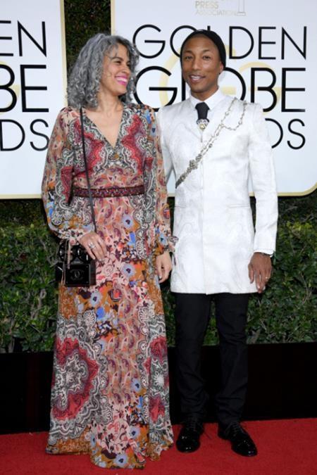 Pharrell Williams và Helen Lasichanh cũng vô cùng quấn quýt nhau trên thảm đỏ
