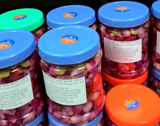 Dưa hành muối chua được bán khá nhiều trên các trang mạng xã hội