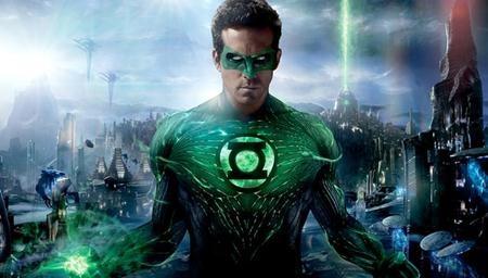 """Bị ném đá tơi bời khi thủ vai Hal Jordan trong bộ phim siêu anh hùng """"Green lantern"""" nhưng Ryan Reynolds đã rất kịp thời sửa sai với vai diễn dị nhân lắm mồm Deadpool trong tác phẩm cùng tên. Nhờ thành công của """"Deadpool"""", Ryan Reynolds cũng đã chiếm được cảm tình của đông đảo người hâm mộ và """"hâm nóng"""" được tên tuổi của mình tại Hollywood."""