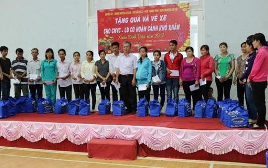 Những phần quà Tết do LĐLĐ huyện Củ Chi và Ban Quản lý các KCX- KCN TP trao tặng đã mang lại sự ấm áp cho các CNVC-LĐ có hoàn cảnh khó khăn dịp xuân về.