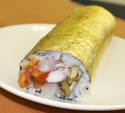 Sushi bọc vàng giá hơn 2 triệu đồng/cuộn - 3