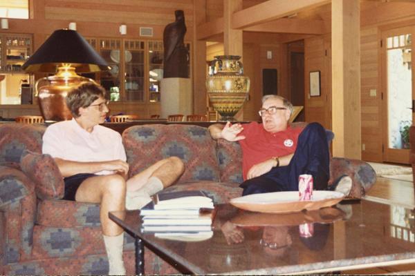 Gates và Buffett đã làm bạn với nhau hơn 26 năm
