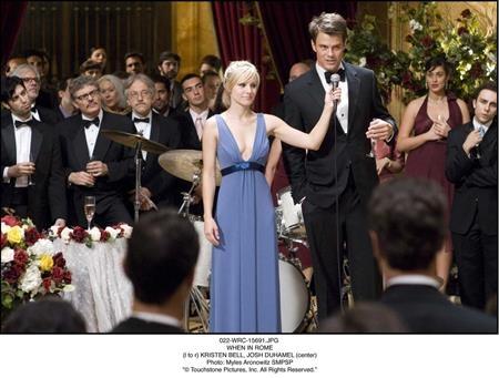 """Ngọt ngào, vui vẻ và vô cùng lãng mạn, """"When in Rome"""" (2010) dường như là một bộ phim sinh ra là để cho ngày lễ Tình nhân"""