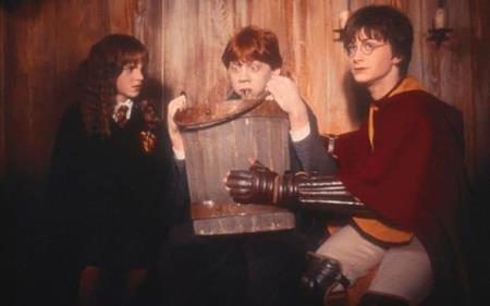 """Một năm sau, Emma Watson tiếp tục gặp lại khán giả với phần hai """"Harry Potter và Phòng chứa Bí mật"""""""