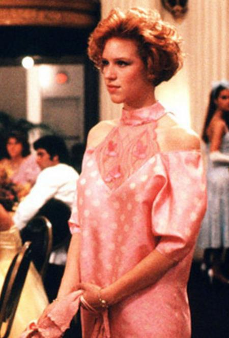 """Chiếc váy mà nhân vật nữ Andie Walsh mặc trong """"Pretty in pink"""" thực sự là một tuyệt tác của thời trang thế giới và xứng đáng với mọi lời tán tụng cũng như chính nhan đề bộ phim"""