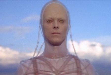 """""""The man who fell to earth"""" (1976) đã bắt đầu mang tới một hình tượng người ngoài hành tinh rất sinh động, thu hút"""
