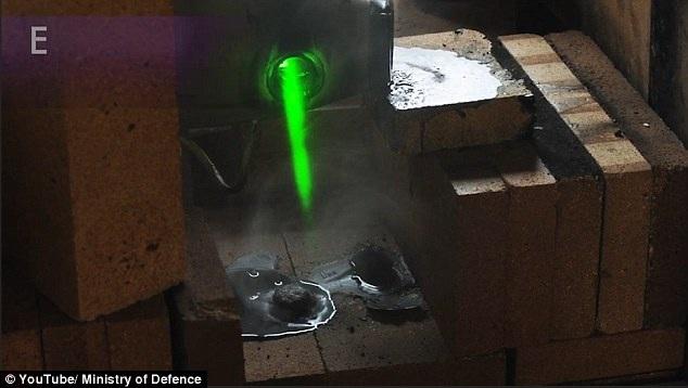 Đạn cối bị nung chảy vì tia laser cực nóng.