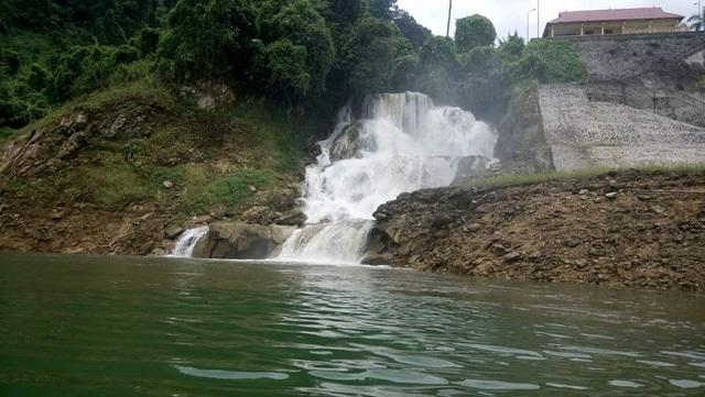 Hồ Na Hang có phong cảnh hữu tình