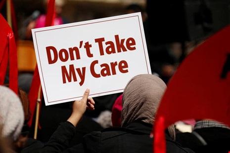 Người dân Mỹ biểu tình phản đối hủy bỏ Obamacare ở thủ đô Washington (Mỹ) ngày 23-3. Ảnh: REUTERS